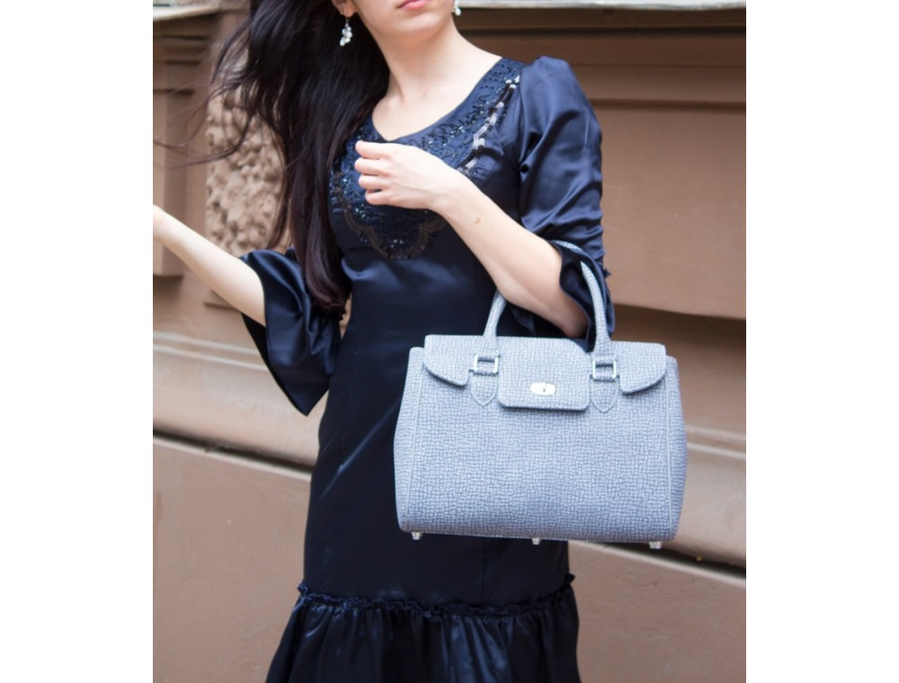 Что может рассказать женская сумка о своей обладательнице?