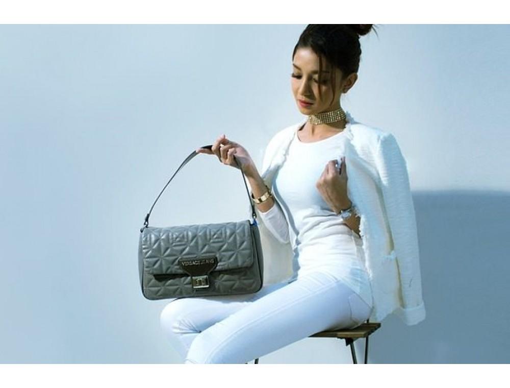 Сколько сумок нужно женщине